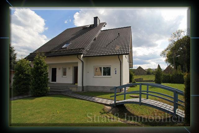 Modernes Einfamilienhaus mit Einliegerwohnung! Image