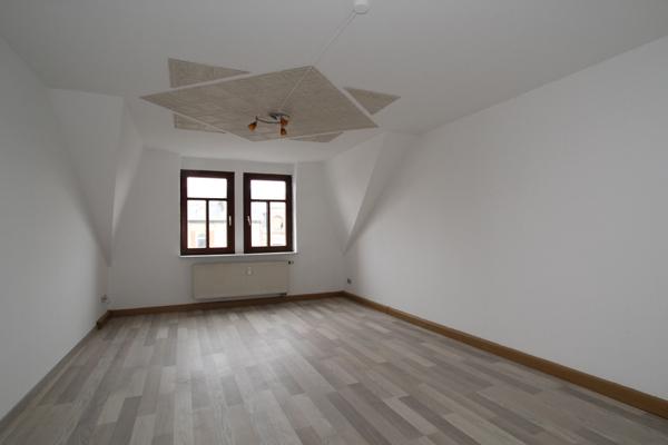 Gemütliche DG-Wohnung mit neuem Laminat...Tageslichtbad - ID 95 Image